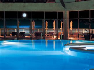 【久米島】個性派ホテルを自由自在にチョイス!バーデハウス久米島への入館券付き 2泊3日(3/29迄)