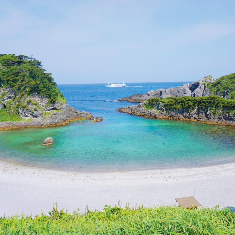泊海水浴場 式根島 船で行く 伊豆七島ツアーならオリオンツアー