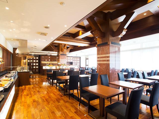 レストラン「ラーブル」1F