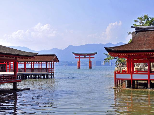 名湯『道後温泉』と世界遺産の『宮島・厳島神社』をめぐる。船で瀬戸内周遊!愛媛・広島2泊3日モデルコース