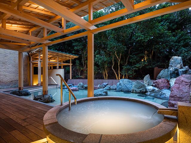 温泉サロン ロイヤルスパ「 悠久の森」1階
