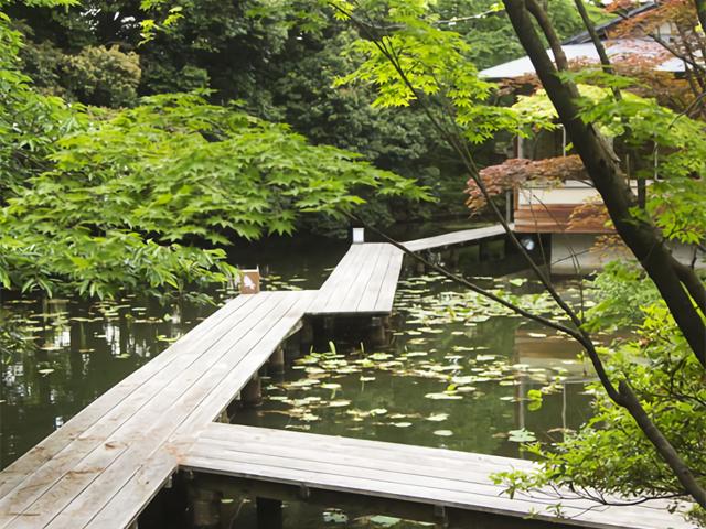 四季のある庭「松泉湖庭園」
