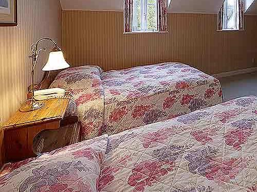 コテージ (2階:寝室)