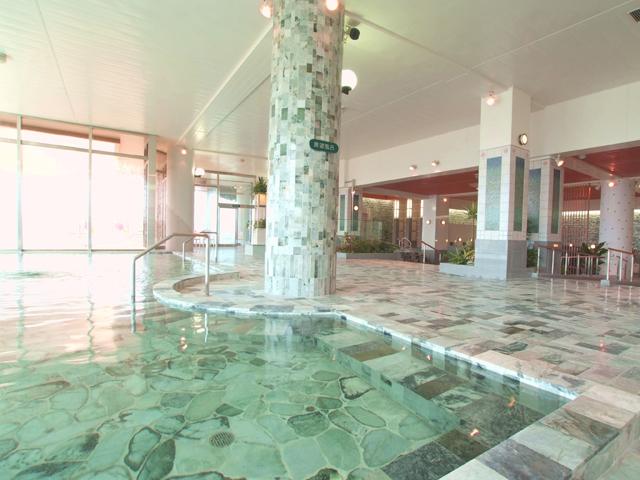 天然翡翠のパノラマ大浴場