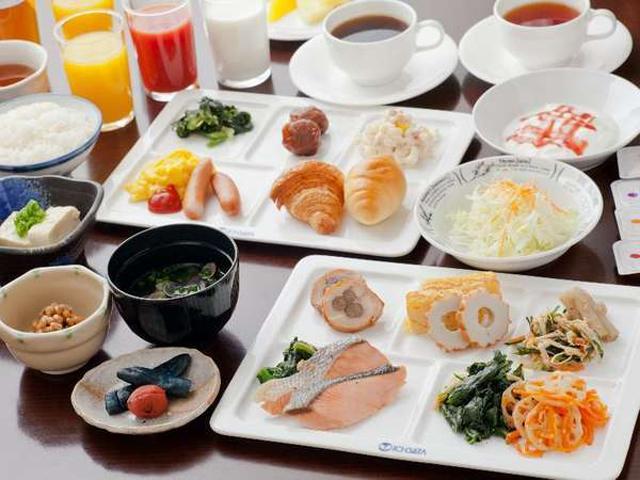 20種類以上の和洋食バイキングの朝食