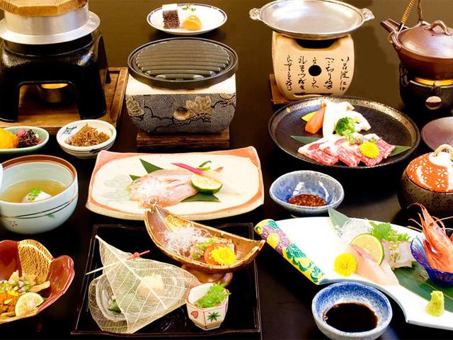 夕食は季節の会席料理イメージ