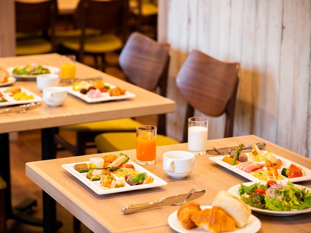 朝食会場 : 1階レストラン「プリミエール」