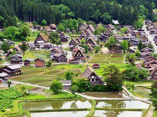 金沢観光に1日プラスして、白川郷・飛騨高山をバスでめぐる1泊2日モデルコース