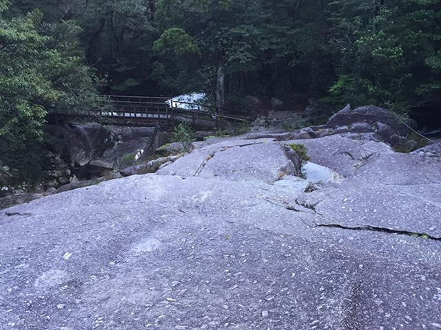 いこいの大岩
