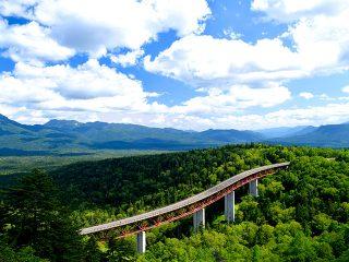 車窓に雄大な山岳風景!北海道の屋根『大雪山』を横断ドライブ!旭川・層雲峡・帯広1泊2日 観光モデルコース