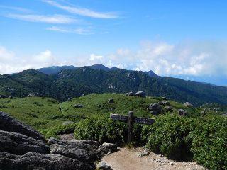神秘の森で1泊して九州一の山頂から絶景を堪能!世界自然遺産の屋久島を満喫する1泊2日縦走トレッキングの観光モデルコース。